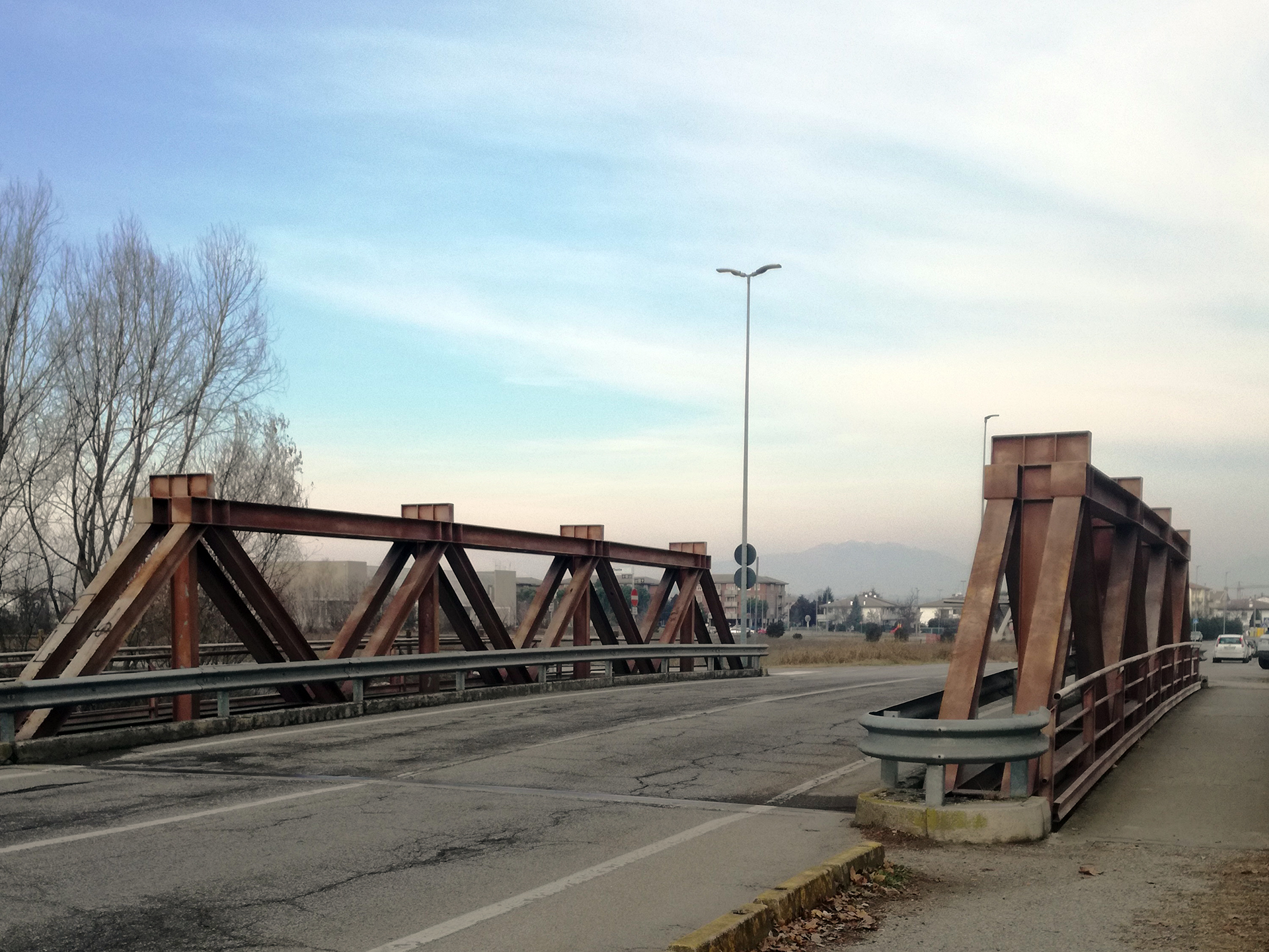 Ponte sul fiume Tione